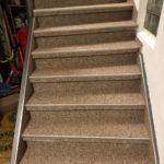 Happysystem Fußbodenbelag auf den Treppenstufen